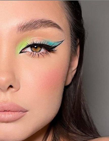 ظلال عيون نيون مع رسمة عيون  دراماتيكي - الصورة من صفحة Make up kapital صورة 1