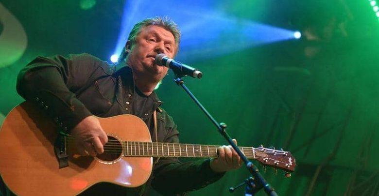 المغني الأميركي جو ديفي