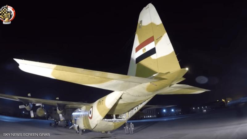 الجيش المصري و شحنة من المستلزمات الطبية