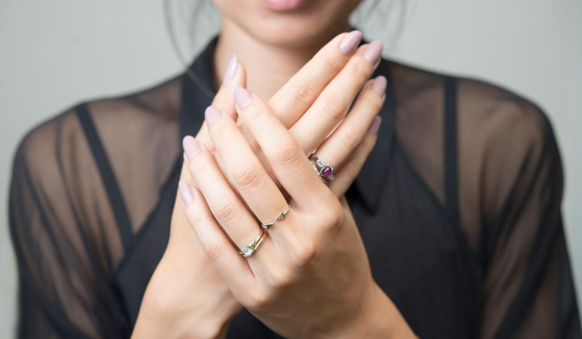 خلطة طبيعية تساعدك للتخفيف من تجاعيد اليدين