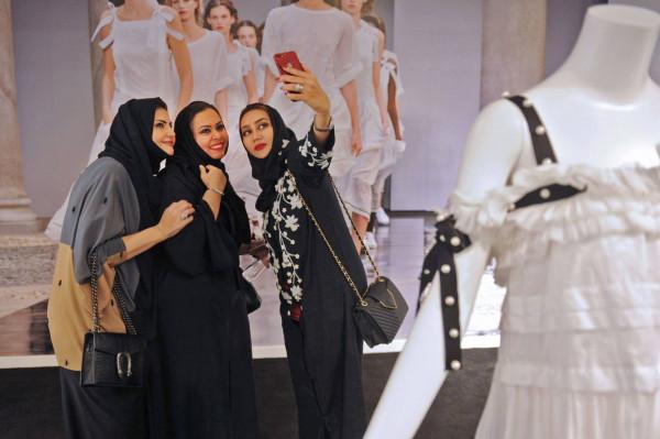 نشر لائحة الملابس المسموح بها لزوار السعودية