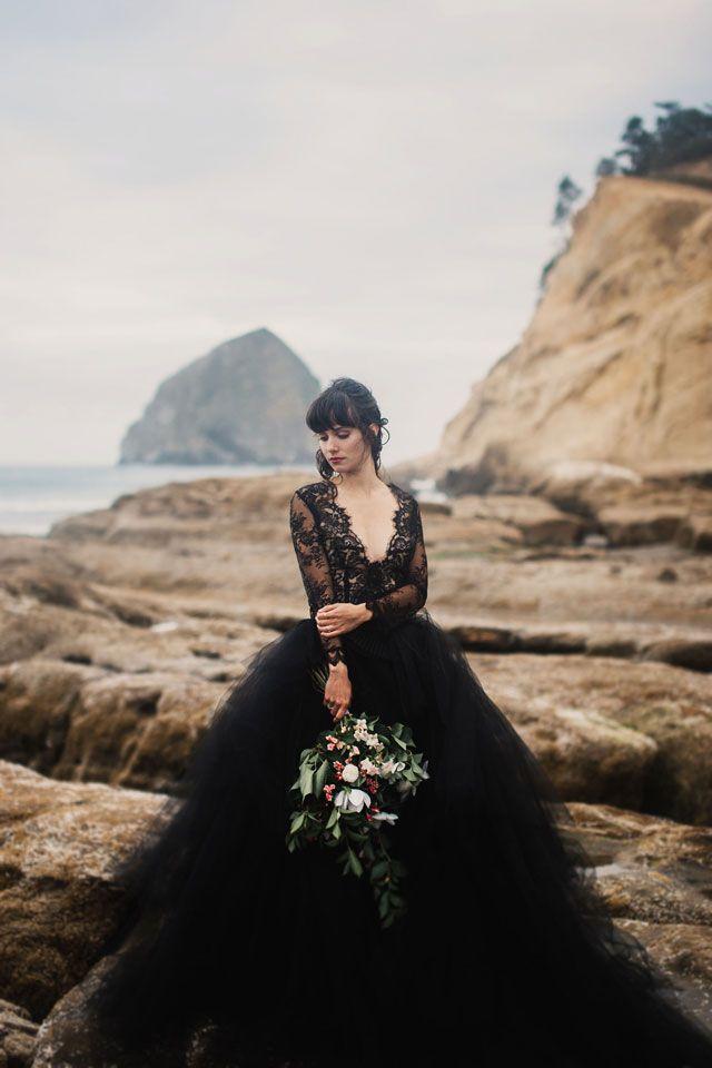 فساتين زفاف أسود منفوشة