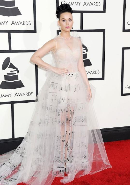 فستان أبيض تول لكاتي بيري