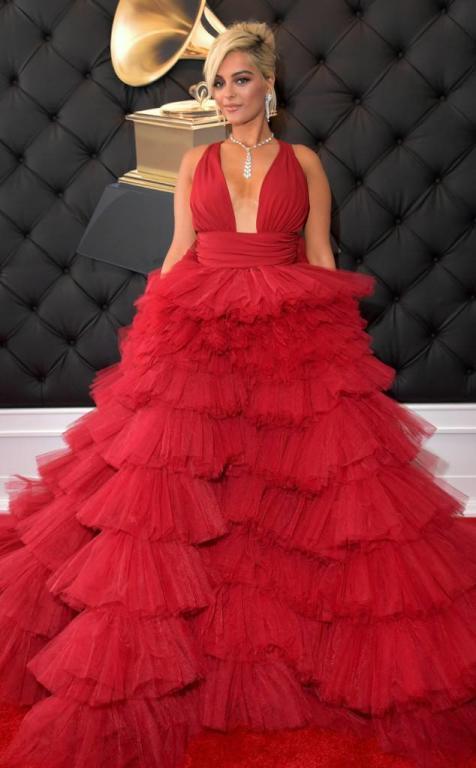 بيبي ريكسا بفستان أحمر