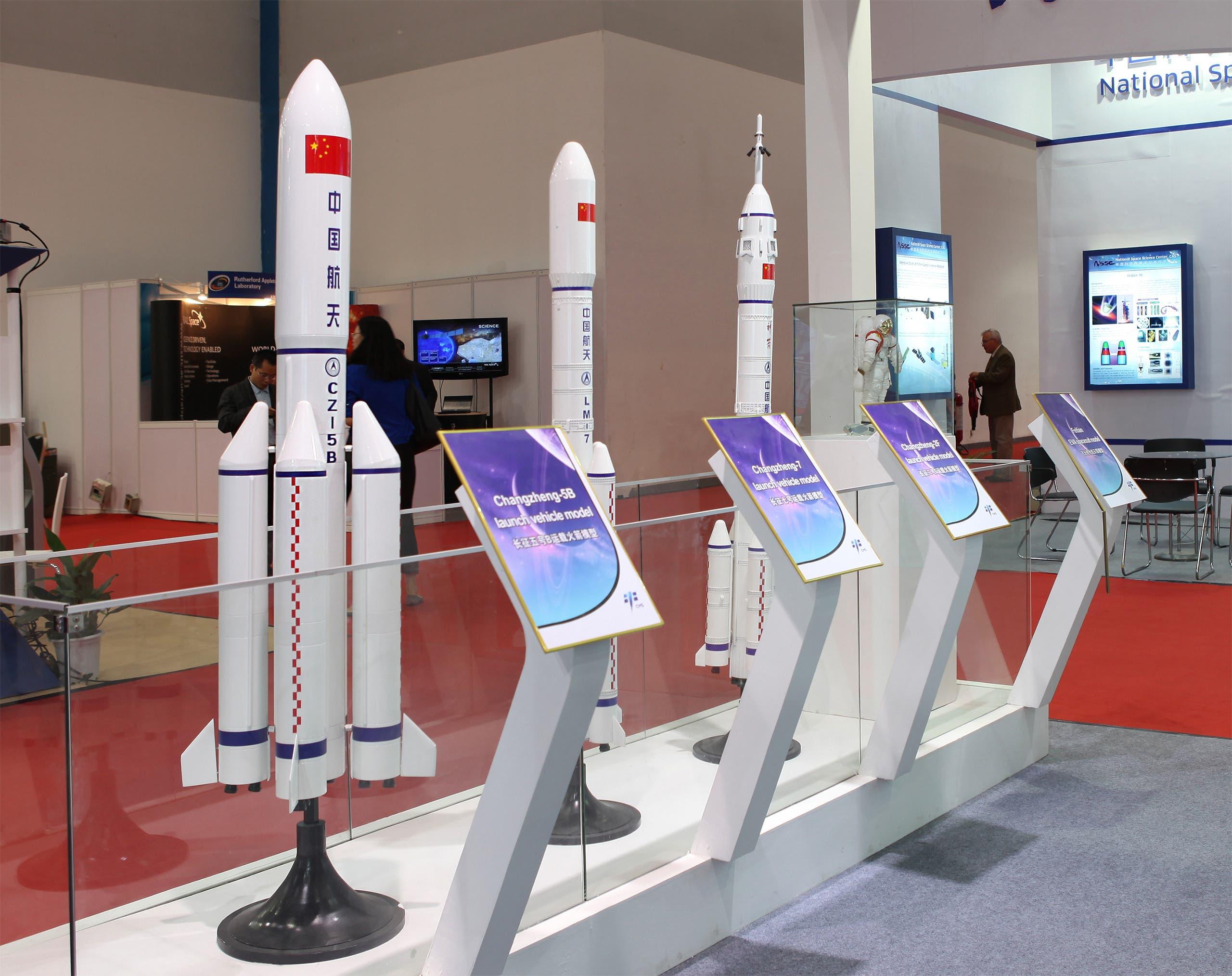 مجسمات لصواريخ فضاء صينية (شترستوك))