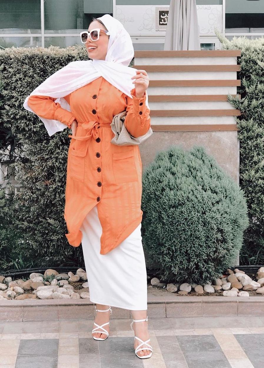 5 مي محمد بالتونيك مع التنورة -الصورة من حسابها على الانستغرام