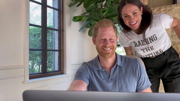 الأمير هاري وزوجته ميغان ماركل- الصورة من موقع ميرور