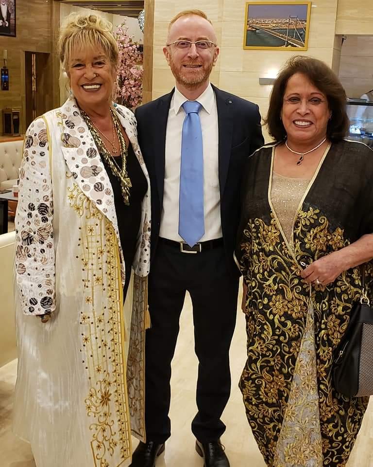 مصطفى الخاني ومنى واصف و حياة الفهد في عمان.jpeg