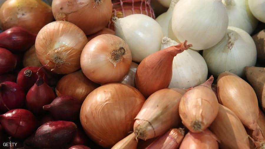 البصل يقلل نسبة الكولسترول السيئ في الدم ويقاوم السرطان والسكري