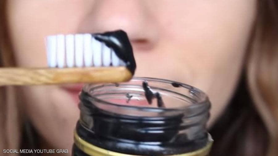 الفحم هل له علاقة بتبييض الاسنان ؟؟