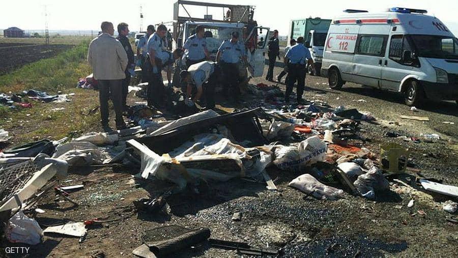 مصرع ستة اشخاص واصابة العشرات في حادثة شاحنة يركبها مهاجرين