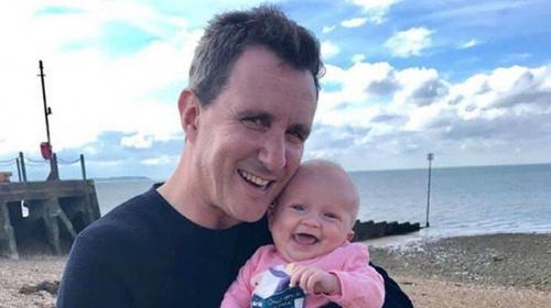وفاة الموسيقي جوناثان غولدستاين وزوجته وطفلهما في حادث طائرة