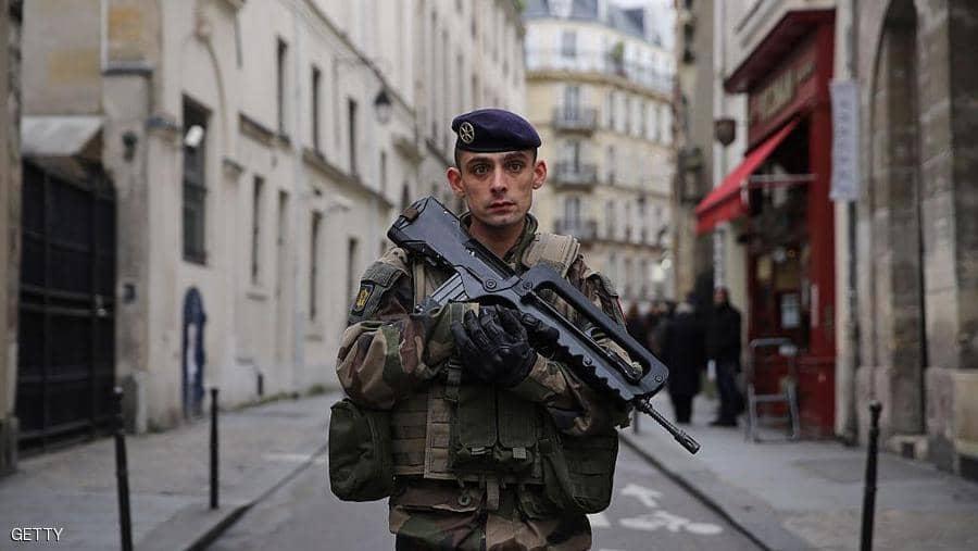 عملية ارهابية على مدرسة في مرسيليا بفرنسا واصابة امرأتين