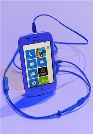 لوميا 800 /710 جيل جديد يستعمل نظام ويندوز